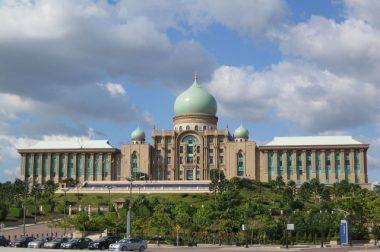 Малайзияда ҳукумат ишларидаги ёш тоифаси 95 ёш этиб белгиланди