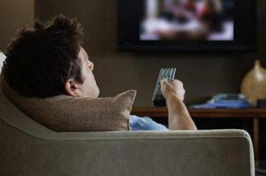 Телевизор қаршисида кўп вақт ўтказиш ичак саратонига олиб келиши мумкин