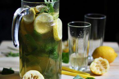 Кўк чой, лимон ва ялпизли лимонад тайёрлаймиз