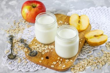 Уй шароитида қандай қилиб йогурт тайёрлаш мумкин? Бу жуда осон